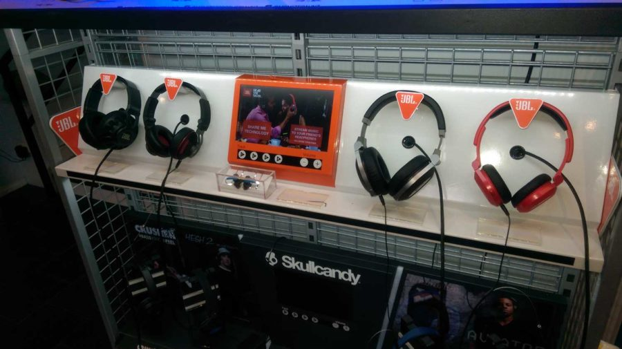 JBL Interactive Headphone Display