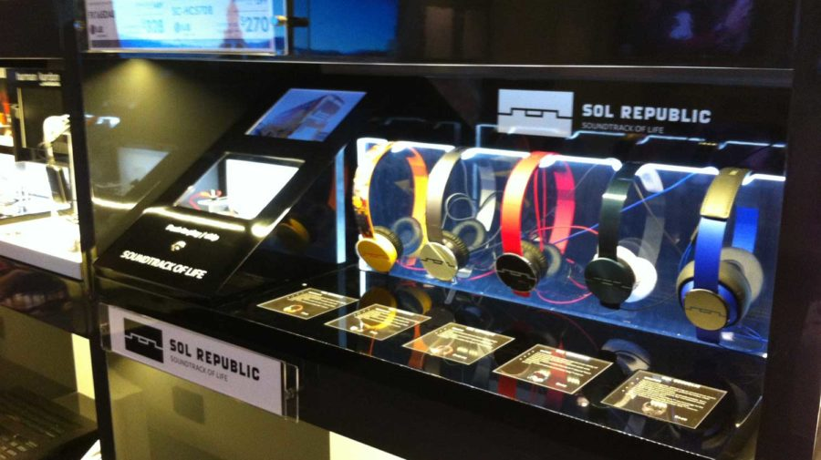 Sol Republic Interactive Headphone Display